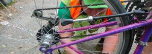 Bricoleuse passionnée de mécanique vélo et autodidacte